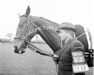Sir Ken with T Molony (102-05)